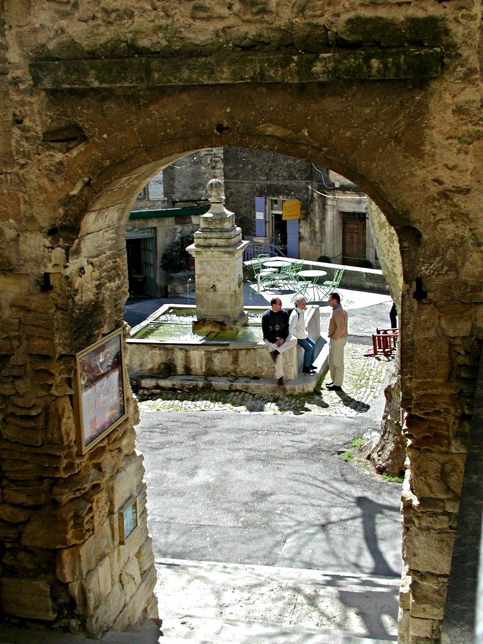 Ap 6 Gordes Arch.jpg