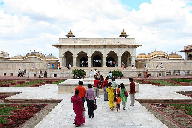Agra fort interior.jpg
