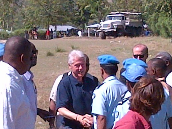 haiti_2012_clinton_greeting