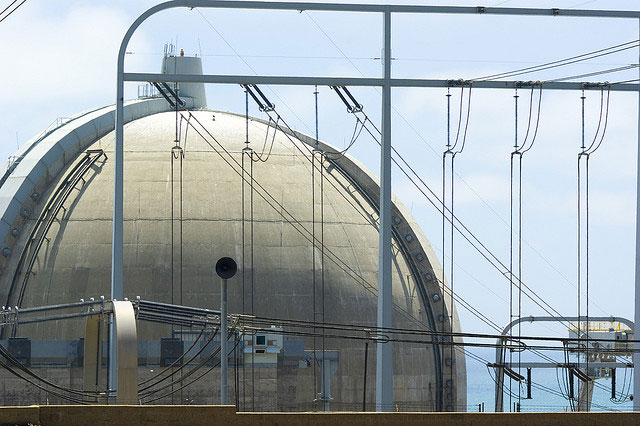 San Onofre nuclear power plant (photo by flickr user Exquisitur)