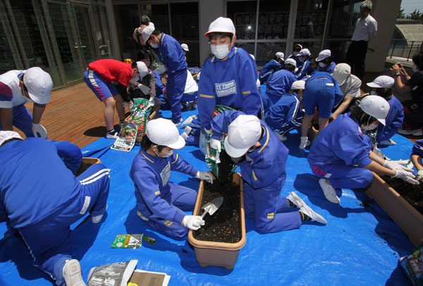 fukushima_kids_learning_sustainability