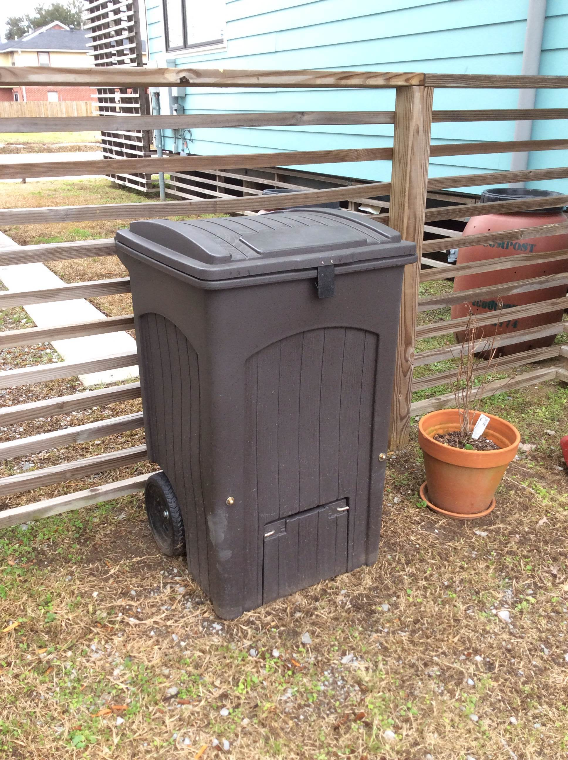 toter compost bin