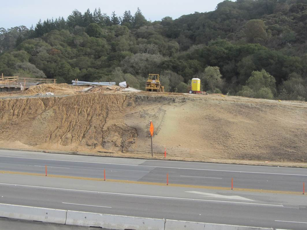 Compost had been spread on right side of the hillside to prevent erosion. On the left side, the compost had not yet been added and erosion is visible. Photo Credit: Scott Dowlan, CalTrans
