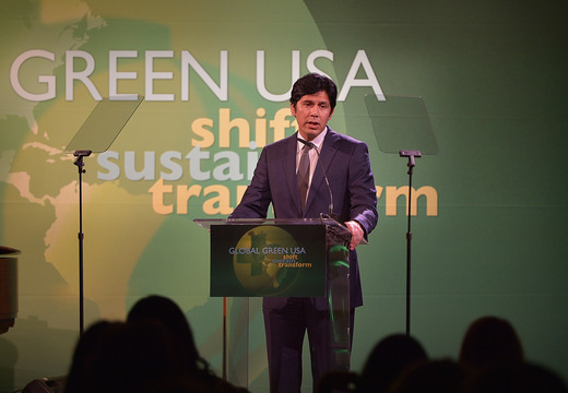 Kevin de Leon, Co-Chair, Proposition 39  The California Environmental Leadership Award