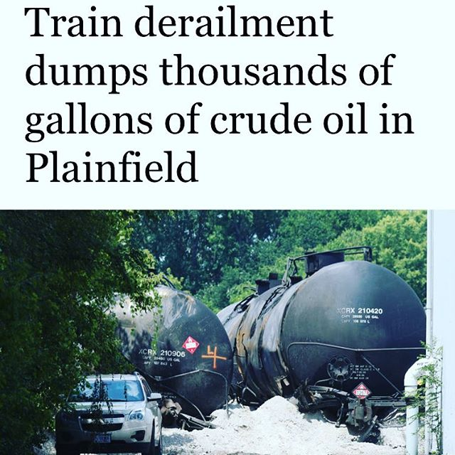 Looks like CN had an oopsy in Illinois. At what point does carrying crude oil through cities, towns and environmentally sensitive areas start to seem like a really bad idea....via @chicagotribune