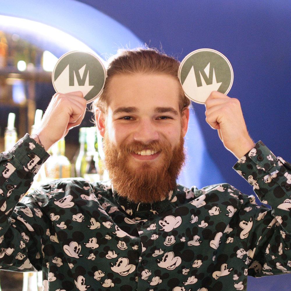 Henri Barman Waiter MAMIE'S