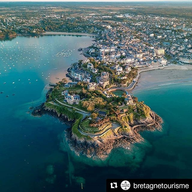 🇬🇧 Wonderful photo of Dinard by @rich_ard_vit_o 🤩 Don't hesitate to share us your nicest pics of Britanny with the hashtag #MAMIESTakesYouTo 😉 . 🇫🇷 Superbe photo de Dinard par  @rich_ard_vit_o 🤩 N'hésitez pas à nous montrer vos plus belles photos de Bretagne avec le hashtag #MAMIESTakesYouTo 😉 . . . #dinard #bzh #breizh #france #bretagne #drone #beautiful #city #landscape #travel