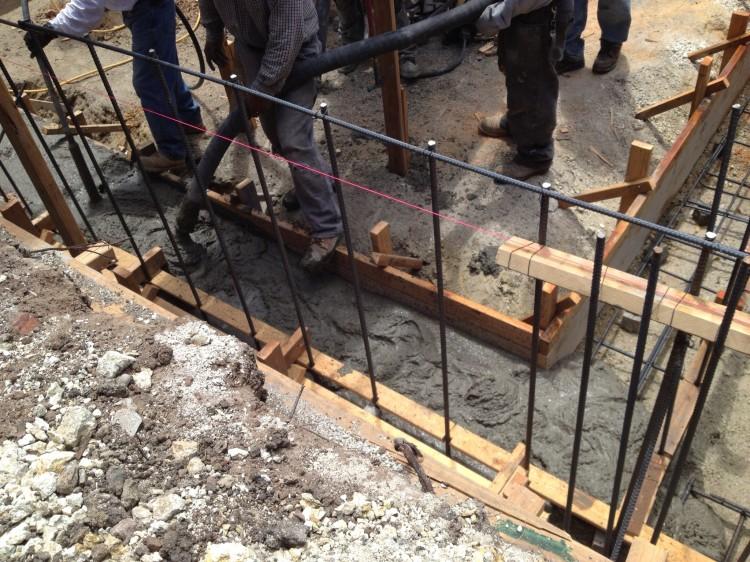 5.-pouring-concrete-750x562.jpg