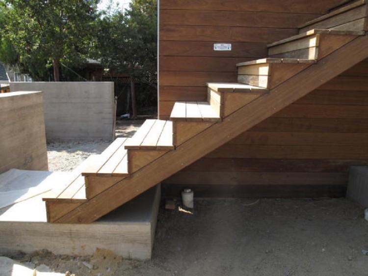 11.-stairs-750x562.jpg