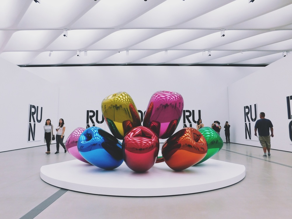 Jeff Koons was everywhere, and I couldn't have been more overwhelmed by it.
