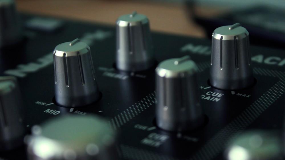 music-mixers_00375985.jpg
