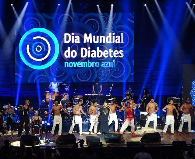 Despedida com Fleeting Circus!  Dia Mundial do Diabetes ➰  Novembro Azul  Cidade das Artes  #macaudio #sound #CidadesdasArtes #SBD #SBEM #riodejaneiro #diabetes #novembroazul #healthyeating #healthyfood #awareness  #conscientização #fitnessmotivation #FleetingCircus #Mumuzinho #SandradeSá #DadoVillaLobos #LegiãoUrbana #PaulaToller #FaustoFawcett #JoséLoreto #SimoneSoares #guitar #acoustic #singer #music #show #culture