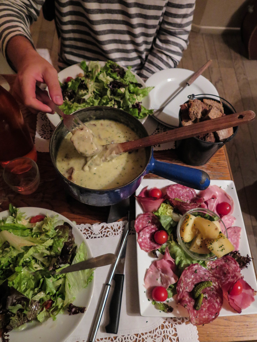Fondue with wild mushrooms