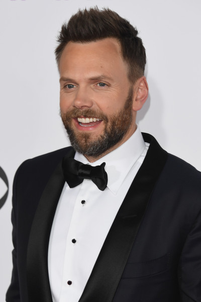 Joel+McHale+People+Choice+Awards+2017+Arrivals+DKRo1Io-Dvfl.jpg