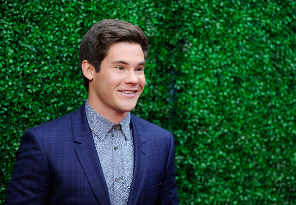 Adam+DeVine+2016+MTV+Movie+Awards+Red+Carpet+fT2V1YHvxTol.jpg