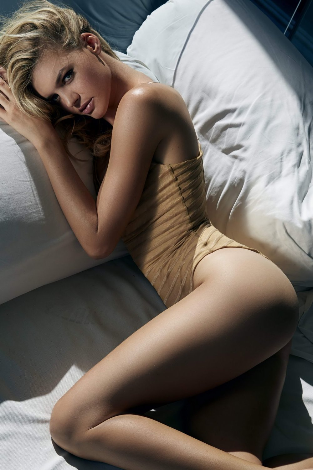 kelly-rohrbach-by-randall-slavin-photoshoot-2015_1 2.jpg