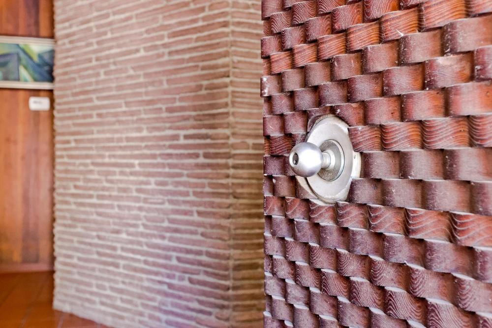1419 Marion Dr Glendale CA-large-002-4-Door Detail-1500x1000-72dpi.jpg