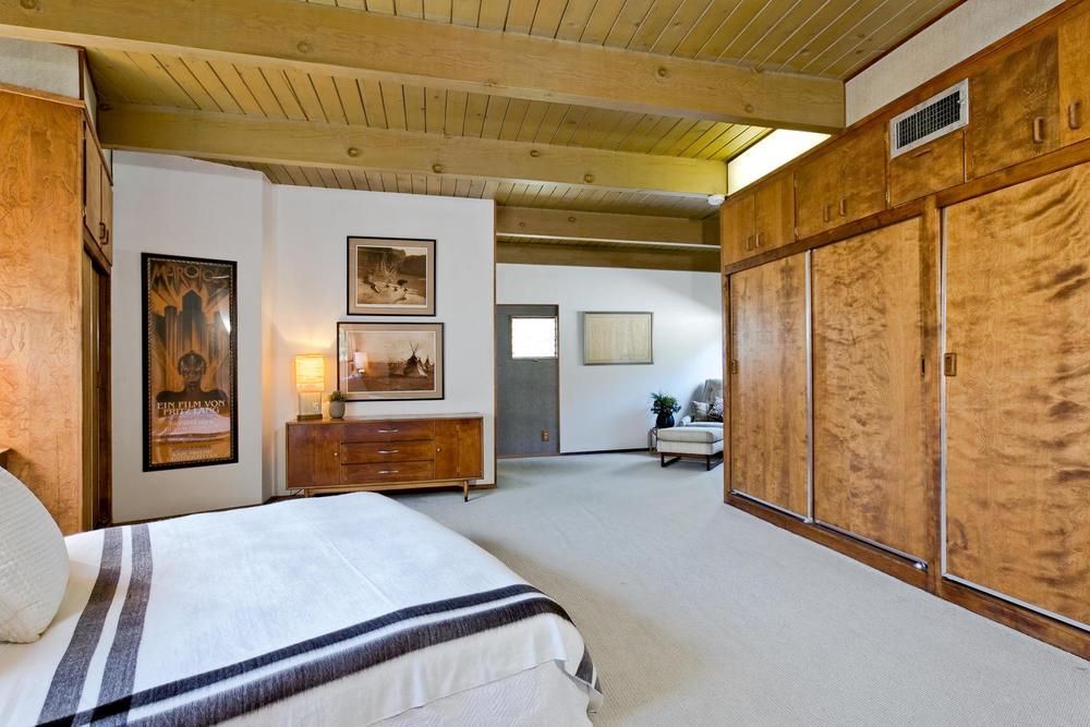1419 Marion Dr Glendale CA-large-018-18-Master Bedroom-1500x1000-72dpi.jpg