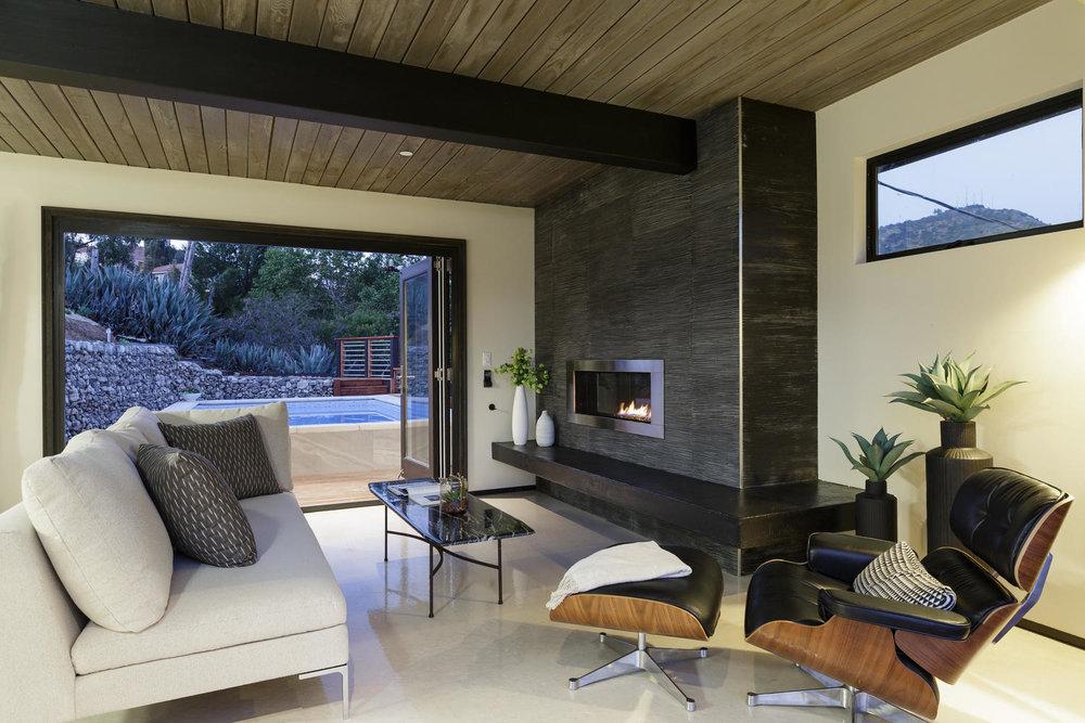 2587 Cascadia Dr Glendale CA-large-008-25-Family Room-1500x1000-72dpi.jpg