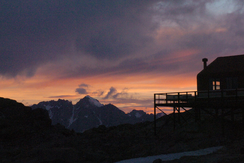 Dawn at Mueller Hut