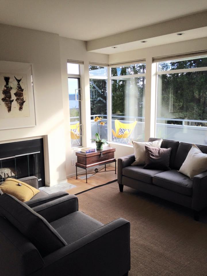 Mt. Baker home living room.