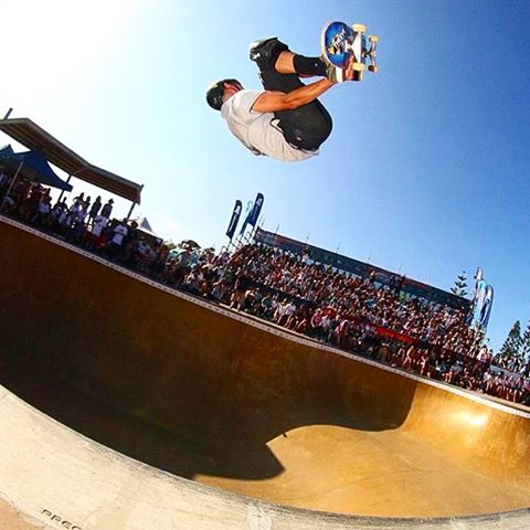 @abcskate_ was rad!!! Thanks Newy for the good times!  Next stop Manly for the @ausopenofsurf beach bowl!  Cheers to @jembot_bbb for pic!