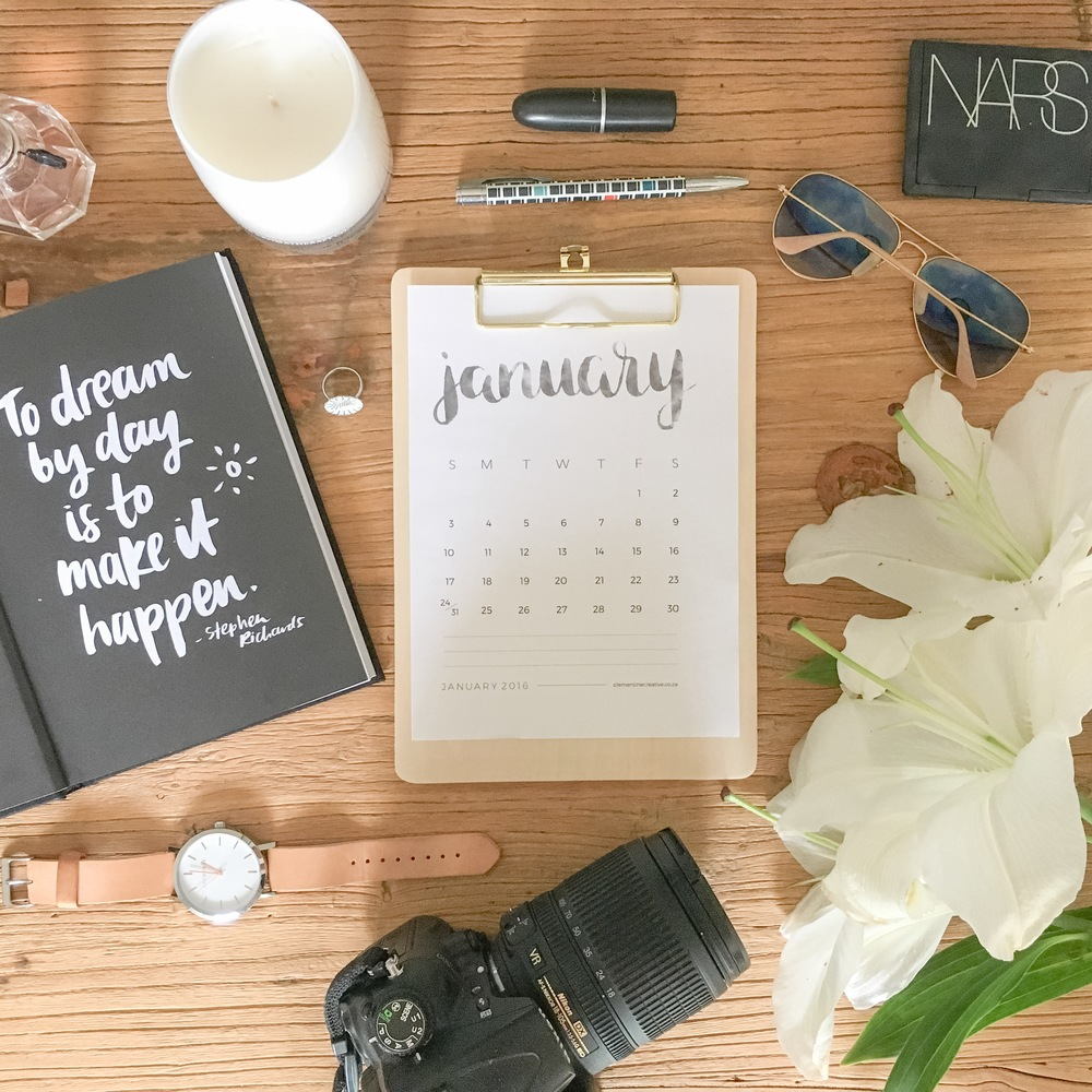 Pretty flatlay photo with stationary and flowers