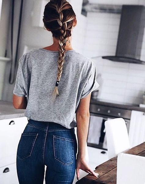 High waisted jeans and a grey tee