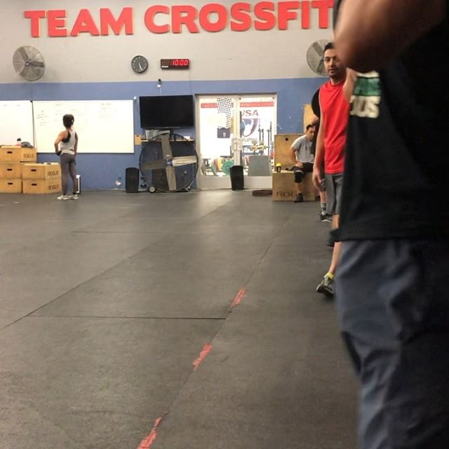 It's a good day to break parallel at Team CrossFit! Work those 🍑!!! . . . #fitfam #backsquat #crossfit #bunsbunsbuns #niceform #happyhumpday