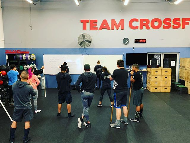 Sunday Funday 8am Competition Class getting briefed by coach Carrie as the athletes are prepping for the #Battleground competition! #crossfit #crossfitstrong #competitionclass #sundayfunday
