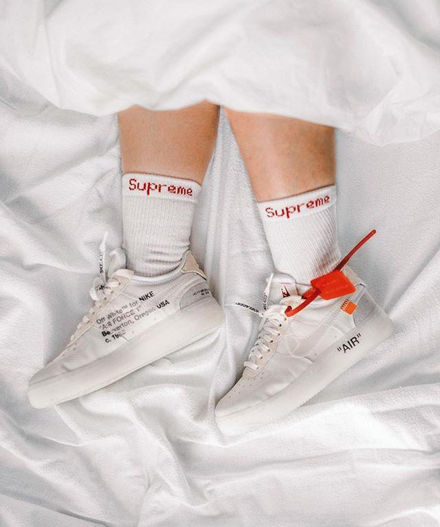 No shoes in bed please. 🚫 #hbxwm #hypebae #hypebaekicks #supreme #offwhite #baesementapproved #praisethegirls #girlonkicks #highsnobiety