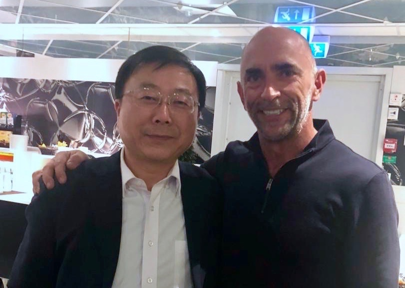 Mr Chaoyong Yu, Director of Nanjing Baixia High-Tech Indsustrial Zone, with Brunkeberg inventor and chairman Henrik Falk.