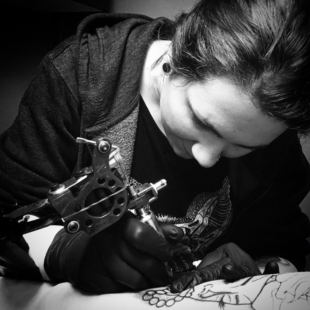 LAURA DAVISON: TATTOO ARTIST
