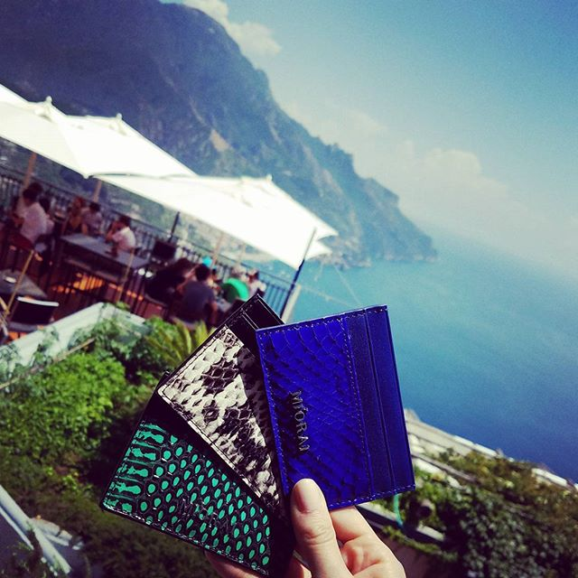 View from ravello  #miorai #wallets #wallet #italy🇮🇹 #italy #ravello #ravelloitaly #snakeskin #blue #green #ocean #coast #lunchwithaview #ravellocoast #luxury