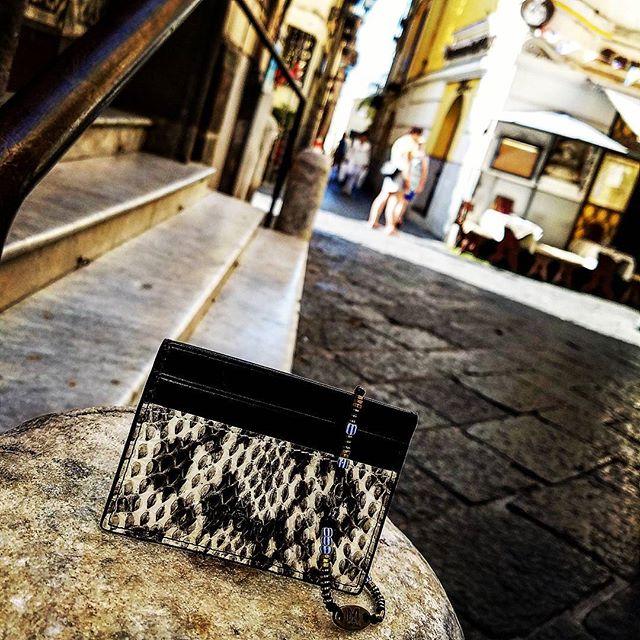 Sorrento streets  #miorai #wallet #wallets #bracelet #bracelets #sorrento #italy🇮🇹 #italy #snakeskin #beads #citystreets