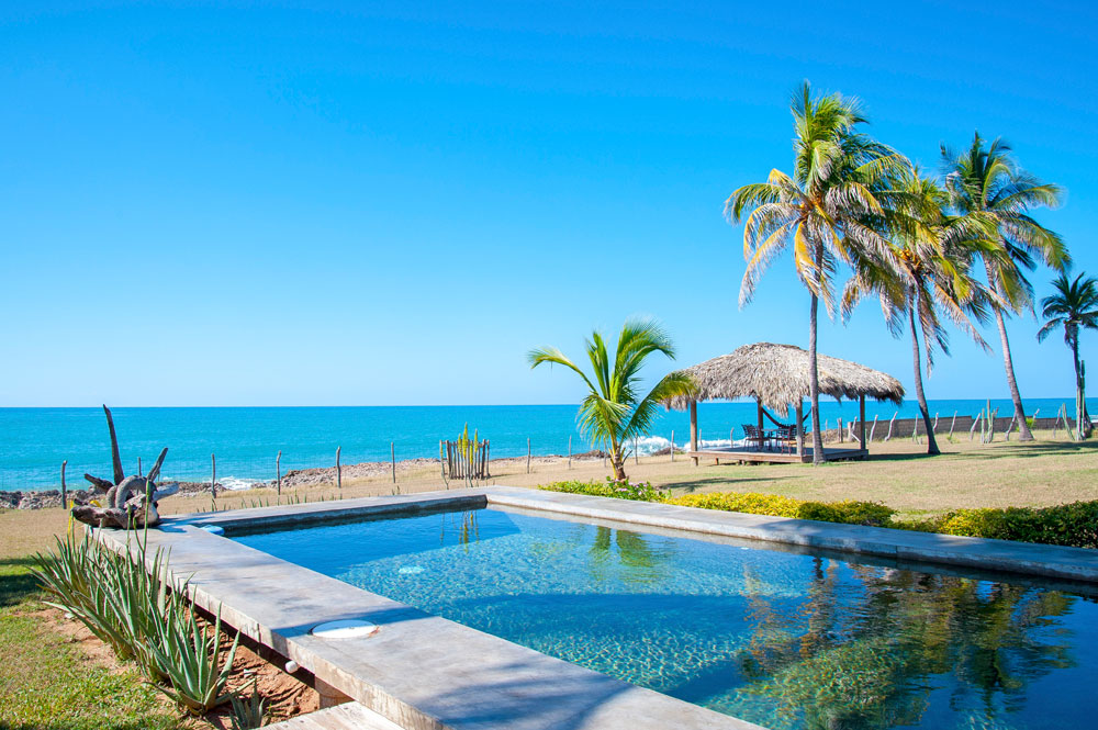 Driftwood_Treasure_Beach_Jamaica_06.jpg