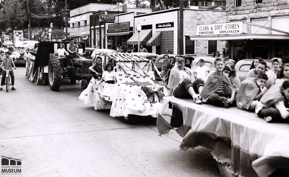 Children and teens involved in a parade in Siloam Springs, 1947.