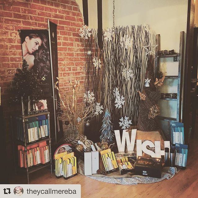 #Repost @theycallmereba with @repostapp ・・・ We're all stocked up on limited edition tools and holiday gifts sets! We also can send Christmas wish lists to your loved ones so you can get the perfect gift! @amarcelitesalon 2253793445 #paulmitchell
