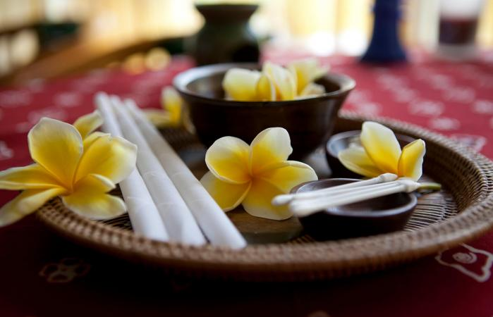231095-699x450-how-make-ear-candles-at-home.jpg