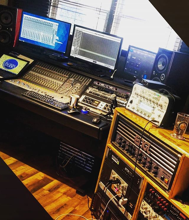 #studiovibes  #controlroom #inthestudio #vocals #guitars #controlroom  #mixing #mastering #audient #outboardgear #singer #songwriters #artist #recordingstudio #recording