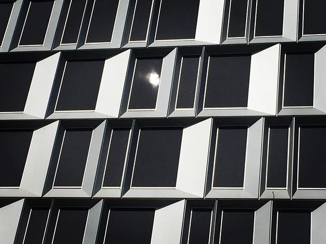 Fantastsik fin arkitektur. #bobedre #photo #plazamagazine #art #architecture #lyngby#bobedre #design #denmark #microsoft #colorawards #buildings #building #space #sonoflone #hatogbriller #diy #larsbech