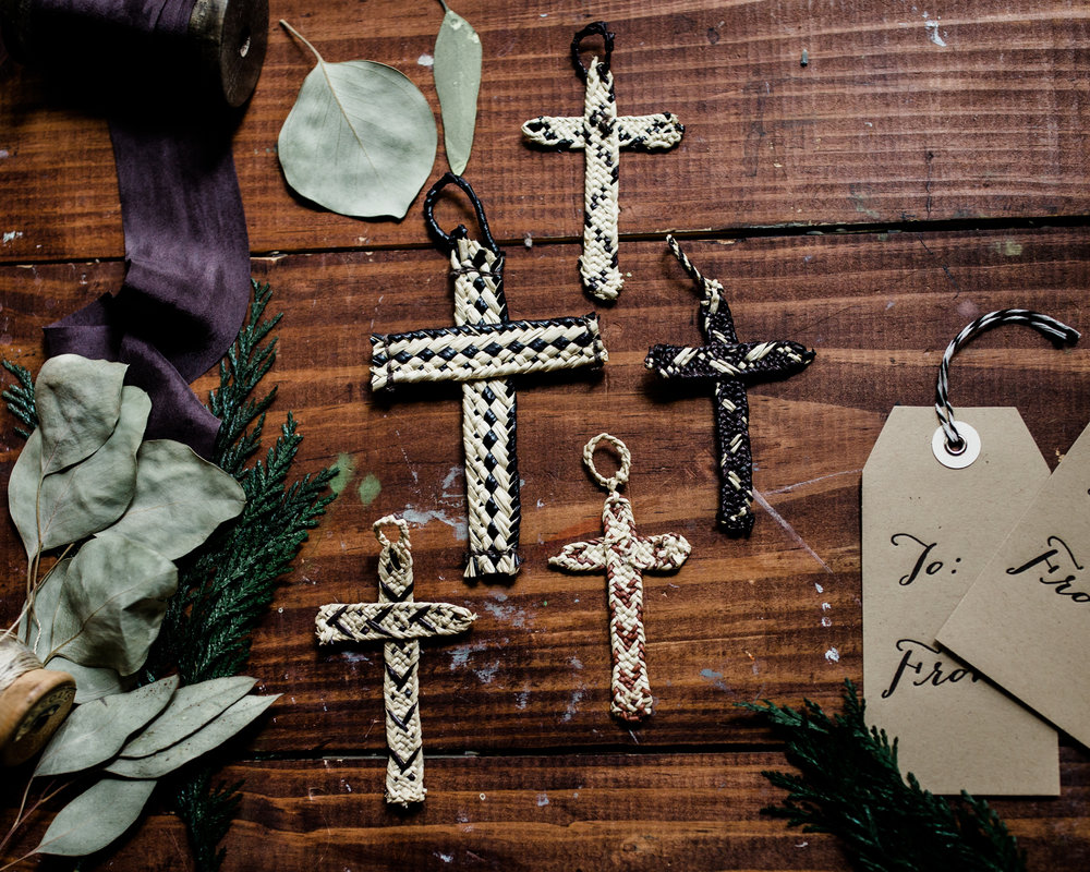 hands-producing-hope-costa-rica-christmas-crosses-0081.jpg