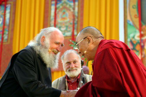 Anselm Grün y Tenzin Gyatso (XIV Dalái Lama)