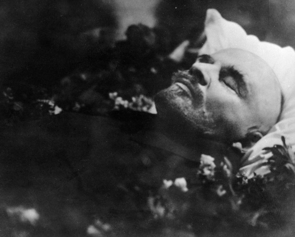 El cuerpo de Lenin, al igual que el de otros líderes comunistas (Mao en China, Kim Il Sung y Kim Jong Il en Corea del Norte), fue embalsamado.