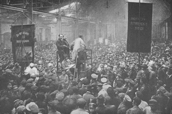 Reunión de trabajadores rusos