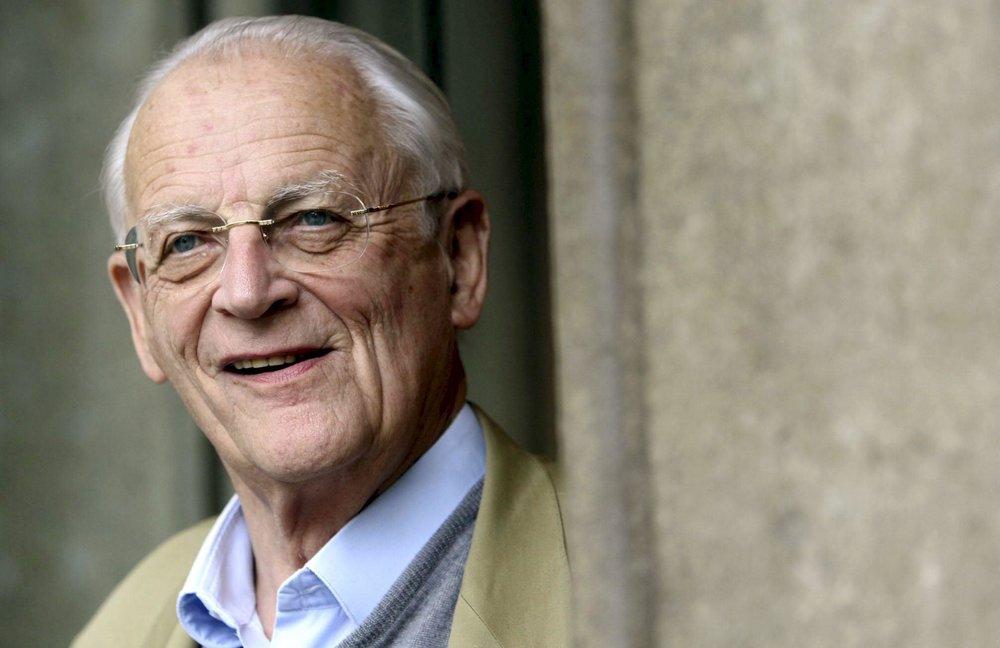 El nonagenario sociólogo francés, Alain Touraine, recibió junto al también nonagenario sociólogo polaco, Zigmunt Bauman, el Premio Príncipe de Asturias en el 2010.
