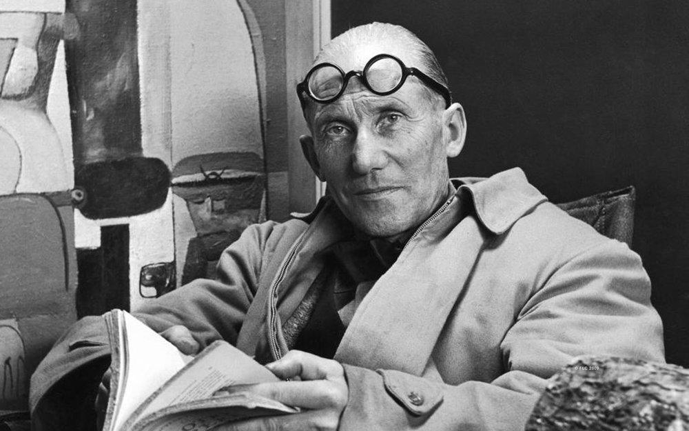"""Charles-Édouard Jeanneret-Gris, más conocido como Le Corbusier (1887-1965). En su """"Carta de Atenas"""" estableció su filosofía de la urbanización: """" La ciudad no es más que una parte del conjunto económico, social y político que constituye la región""""."""
