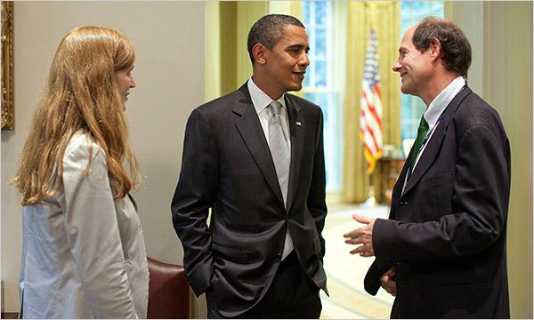 Cass Sunstein además de ser un prestigioso académico de Derecho, fue también Director de la Oficina de Información y Asuntos Regulatorios bajo la administración Obama. Su esposa, Samantha Powell (izquierda) fue embajadora de EEUU ante las Naciones Unidas (2013-2017)