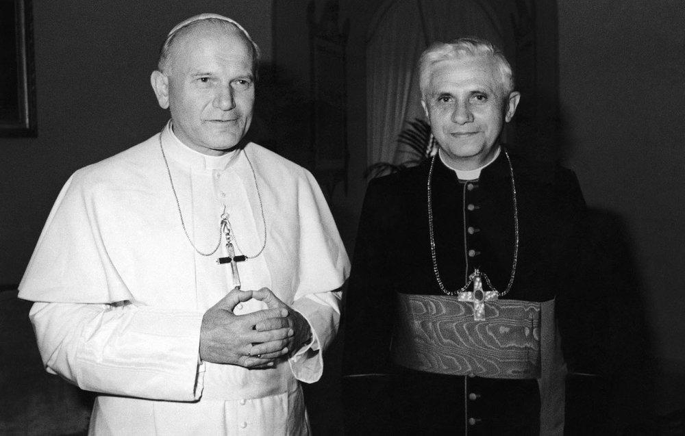 Juan Pablo II y Joseph Ratzinger quien reconvertiría en Papa en el 2005