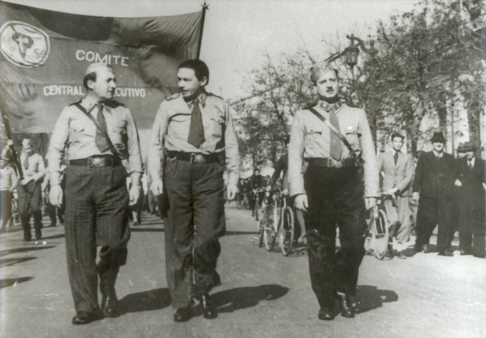 Schnake al centro y Salvador Allende a la derecha (1940)